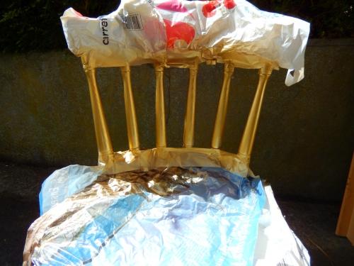 Utiliser de la peinture doré sur le dossier
