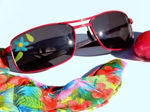 diy customiser des lunettes de soleil