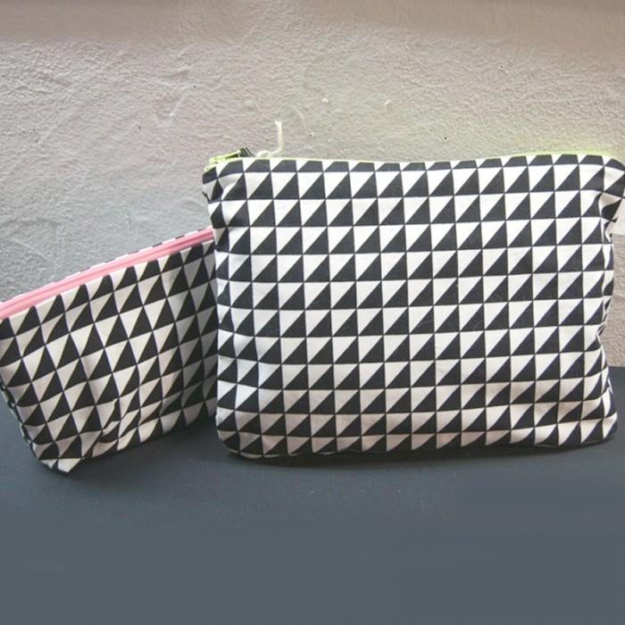offre-speciale-ensemble-trousses-imprime-triangles-droits.jpg