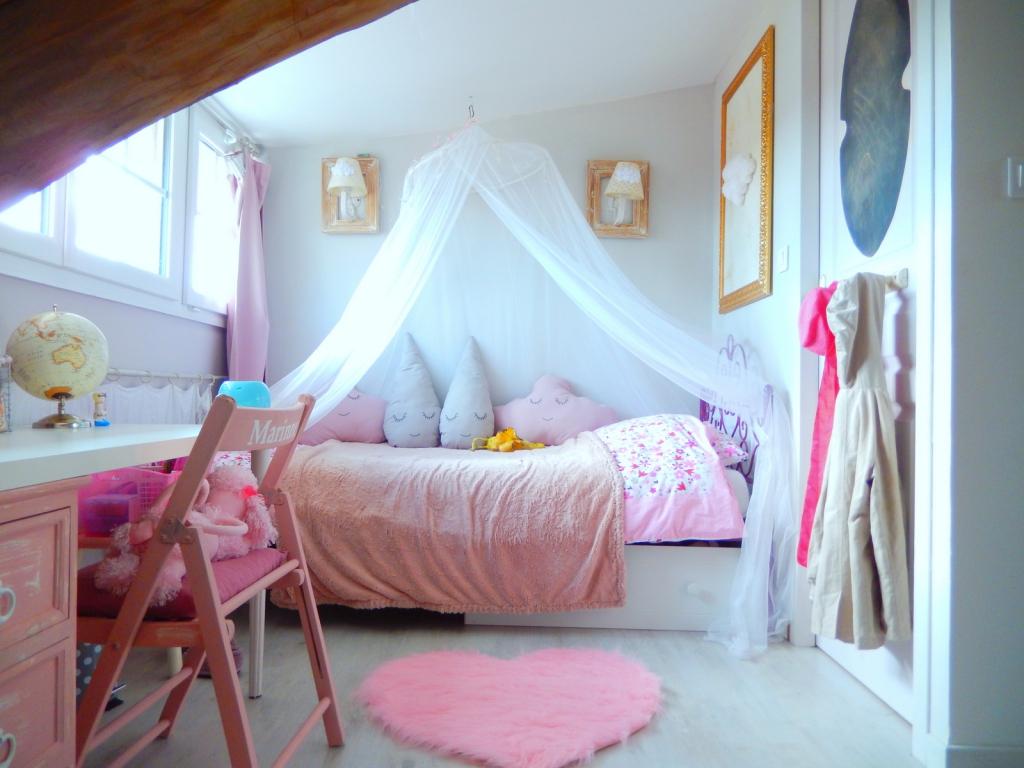 Chambre de princesse pour petite fille for Petite chambre d enfant