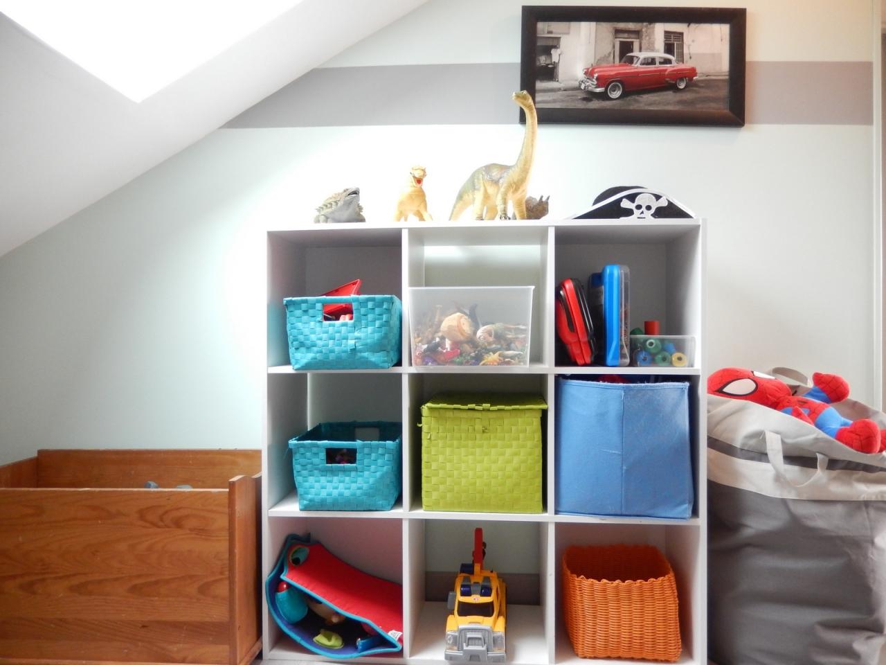 Organisation des jouets trier et ranger les jouets avant - Meuble pour ranger les jouets ...