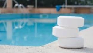 Comment le chlore nettoie les piscines istyablog for Chlore libre piscine