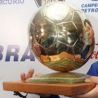 Ballon d'or chilien.jpg