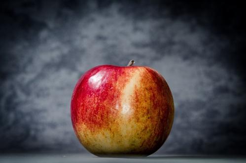 Pomme dans blanche neige