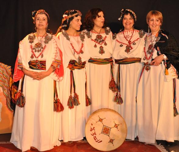 http://static.blog4ever.com/2015/02/795987/TILIWA-chorale-chants-traditionnels-kabyles.jpg