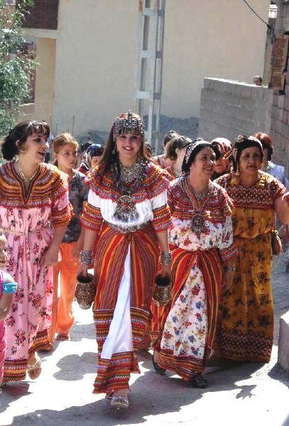 http://static.blog4ever.com/2015/02/795987/femmes-kabyles-village.jpg