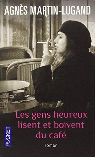 les gens heureux lisent et boivent du café.jpg