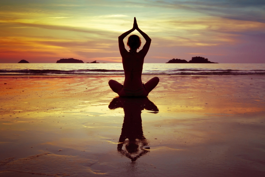 yoga-coucher-soleil-full-10404516.jpg