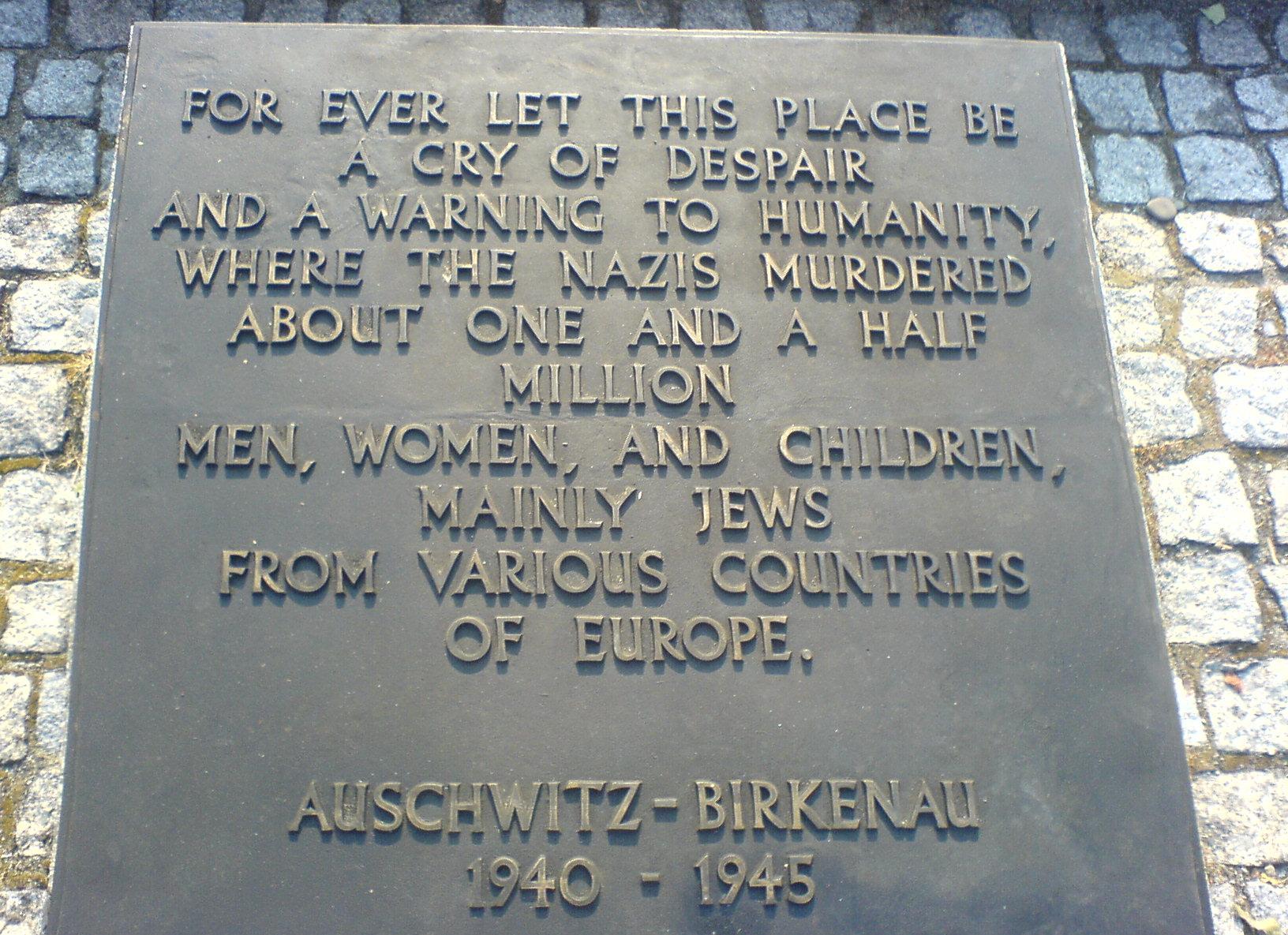 Auschwitz-Birkenau_memorial.JPG
