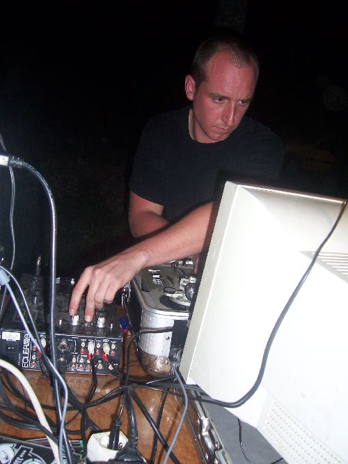 Le Bask concentré sur son Live 19/05/07