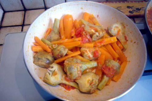 Poêlée artich. violets, carottes, tomate....