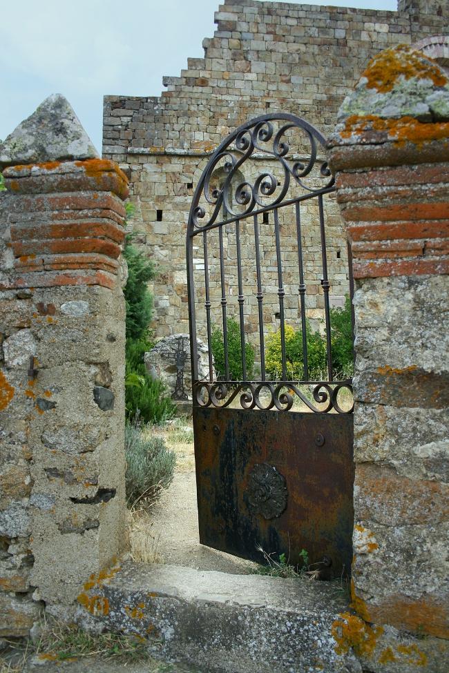 080720.14C Arboussols (66)_prieuré de Marcevol porte copie.jpg