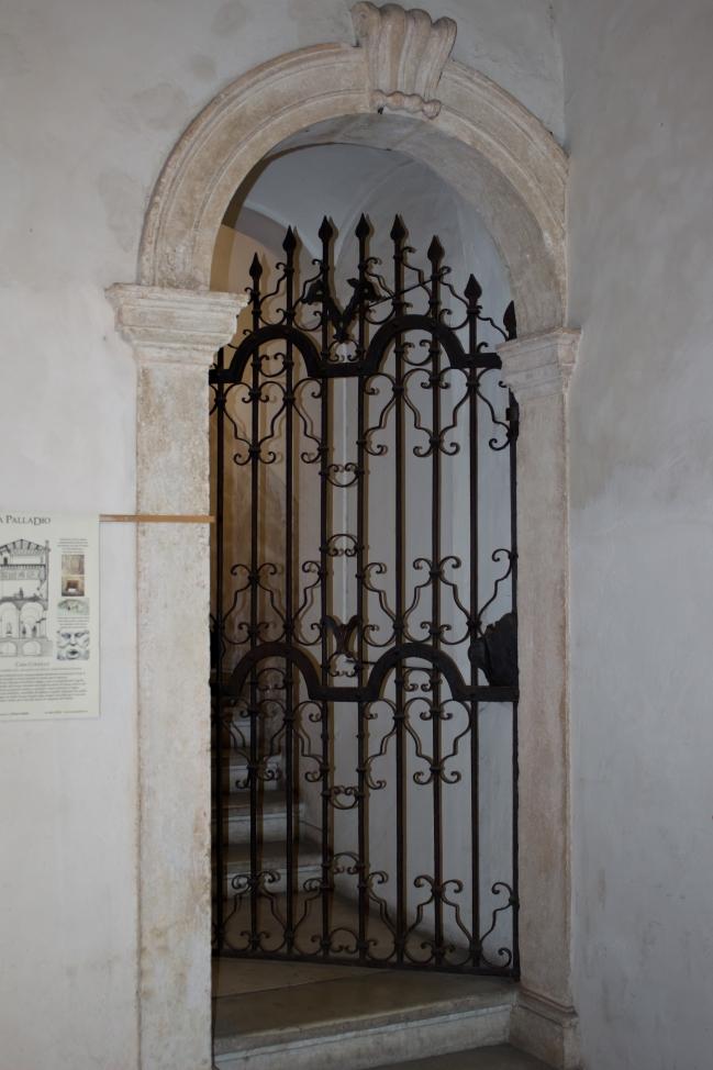 111016.38D Vicenza (VI)_Casa Cogollo porte.jpg