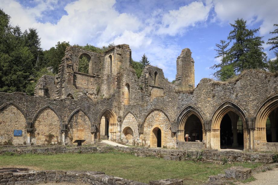 190813.27E - Florenville Villers-devant-Orval - abbaye ND d'Orval ancienne abbatiale cloître choeur-Edit.jpeg
