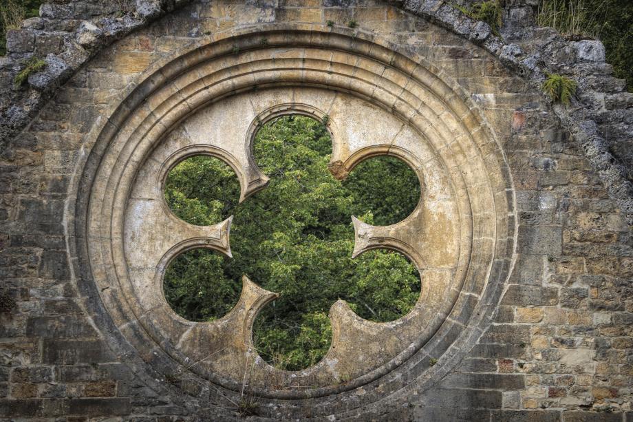 190813.39 - Florenville Villers-devant-Orval - abbaye ND d'Orval ancienne abbatiale transept nord rosace-Edit.jpeg