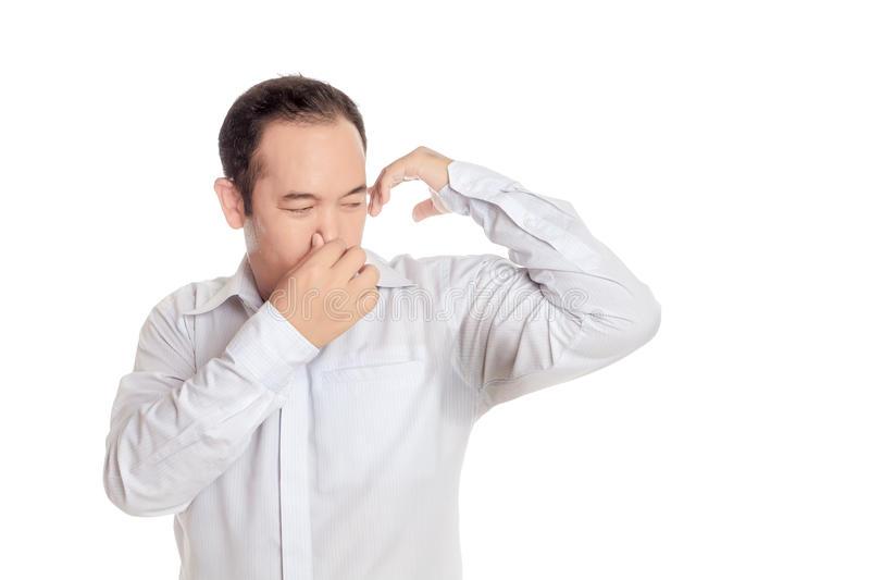 https://static.blog4ever.com/2006/01/2567/chemise-de-port-d-homme-asiatique-d--go-tant-avec-la-mauvaise-odeur-de-son-bras-humide-84804265.jpg