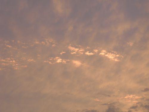 Ciel rose-doré au couchant