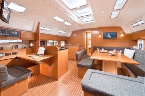 Bavaria 50 cruiser interieur.jpg