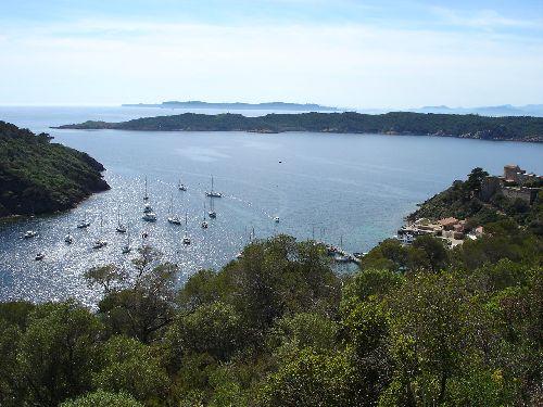 Ile de Port-Cros: la rade avec vue sur l'ile de Bagaud