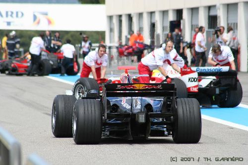 Embouteillage dans la pit-lane (F1 / HTTT Paul Ricard 2007)