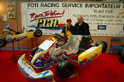Bastien Foti dans son stand (Expokart 2005 / Photo AsK Villeurbanne)