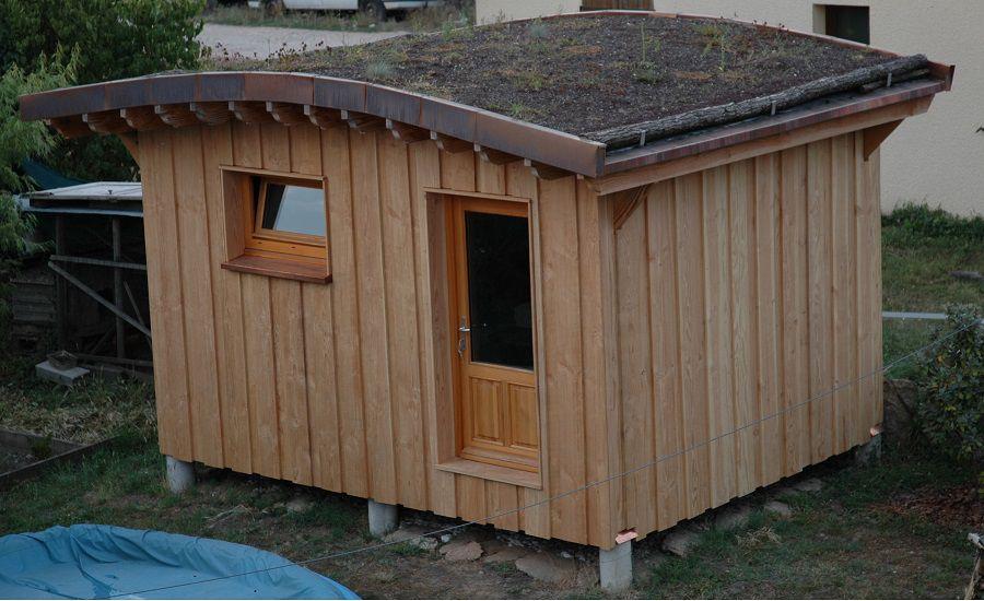 Constructions bois maisons en rondins bruts la fuste for Petit cabanon jardin