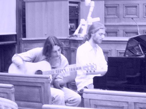 Ambiance psychédélique à l'Amphi Quinet. Les dignes successeurs de Pink Floyd!