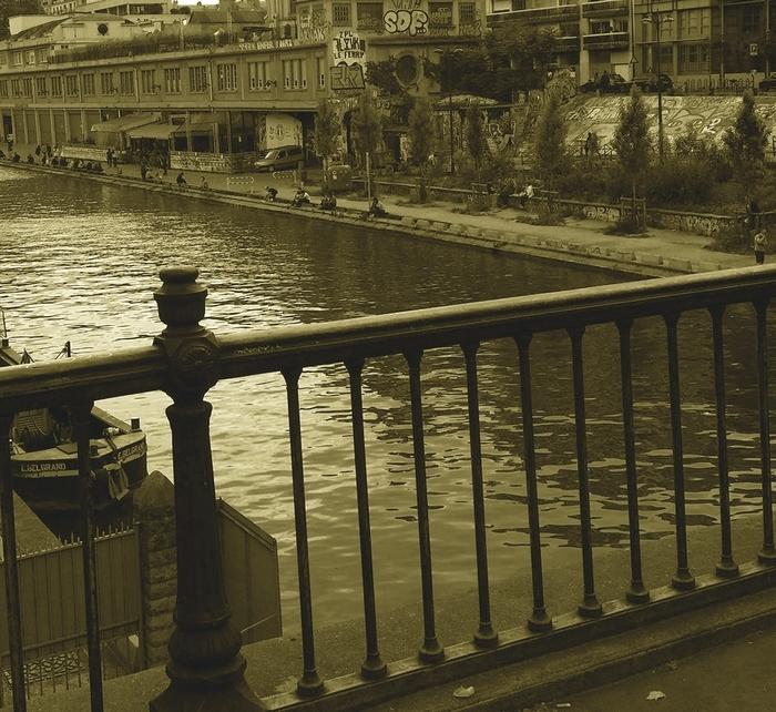 1 Sara Do quai de Seine juin 2016.jpg