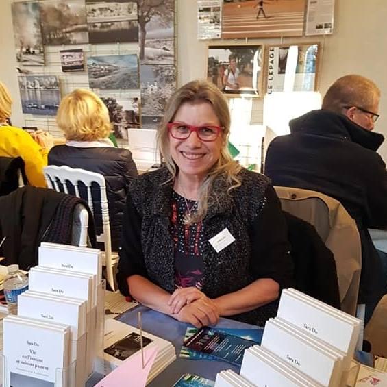 Sara Do Salon du Livre d'Avrillée.jpg