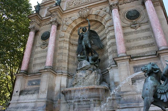 fountain-saint-michel-482350_640