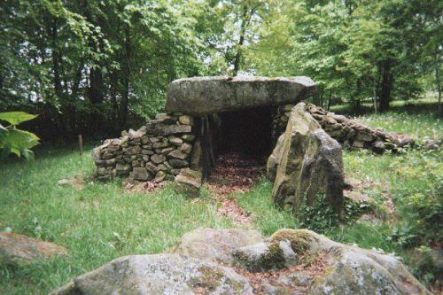 La hutte aux Gabelous, sépulture mégalithique