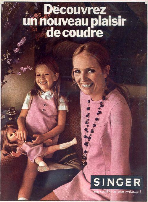 Publicité Singer de 1969 avec la poupée / Singer ads with doll