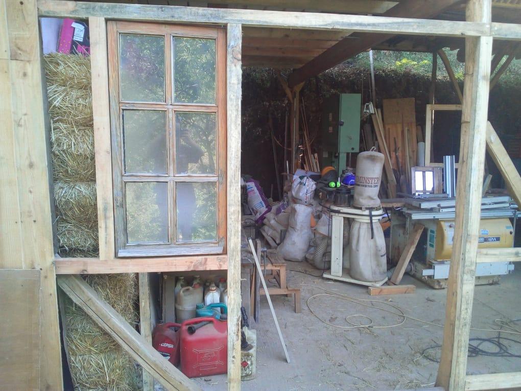 Construction du mur de l'atelier.