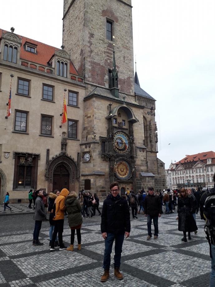 La place de la vielle ville, l'horloge astronomique
