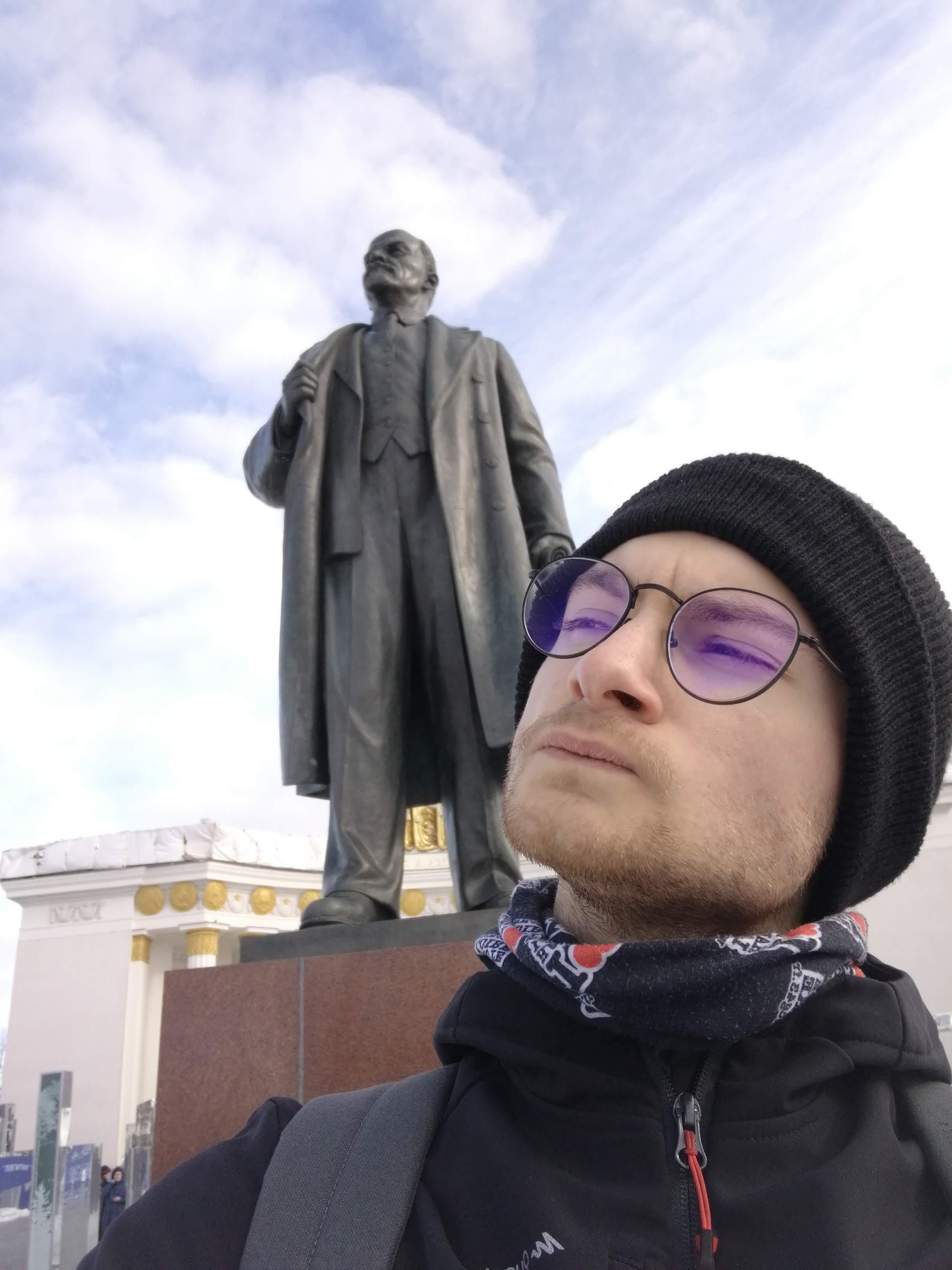 Essayant de trouver ce que regarde Lénine...