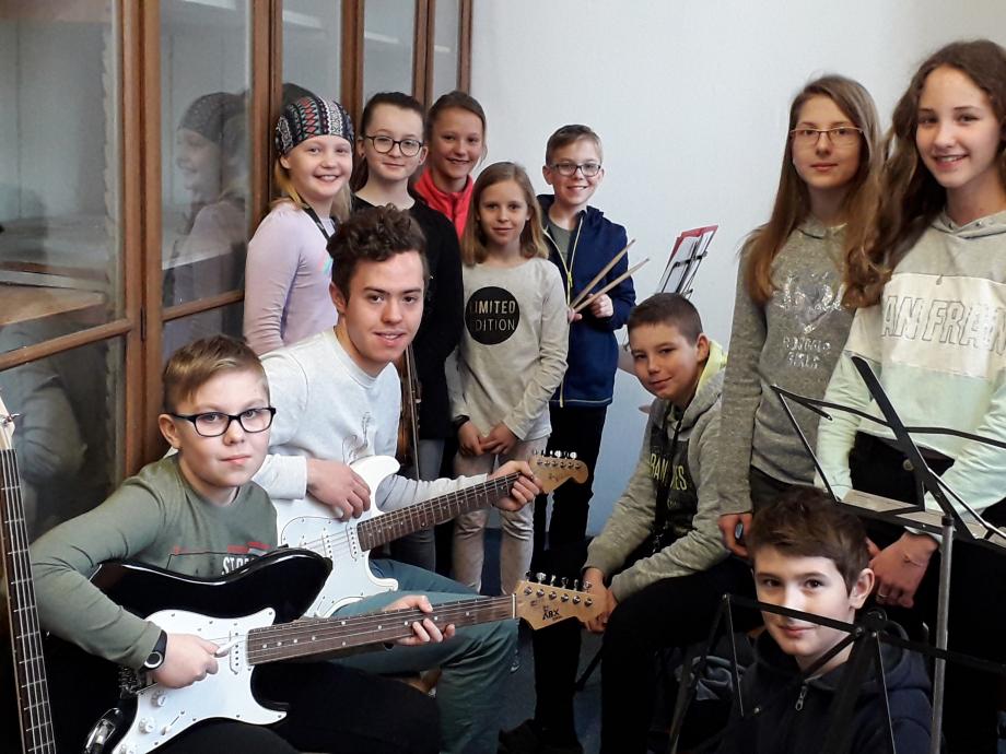 Le groupe de musique à l'école primaire de Vysoké Myto. Je vais pouvoir jouer avec eux au mois de mai, lors du