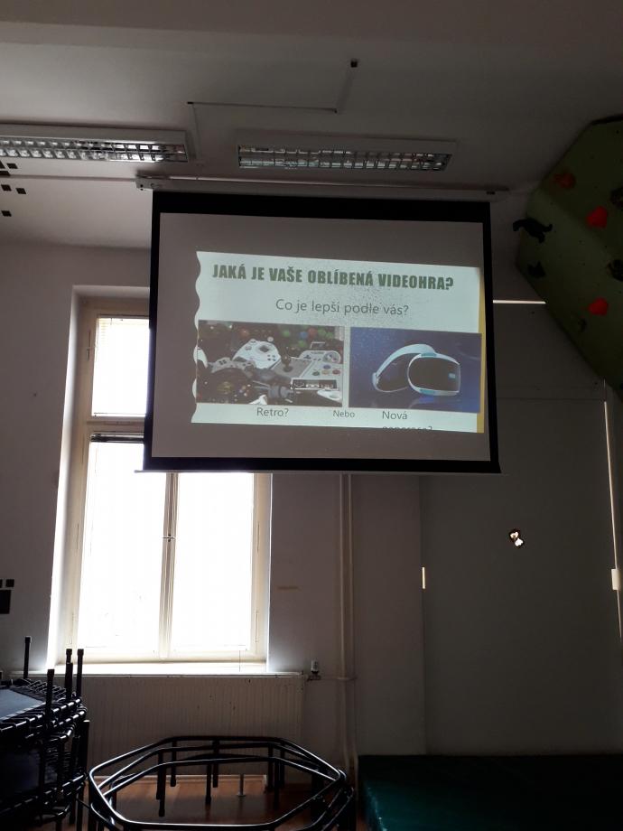 Une de mes présentation sur les jeux vidéo à Mikado. Ce fut une présentation intéressante à réaliser, ma première fois en Tchèque!
