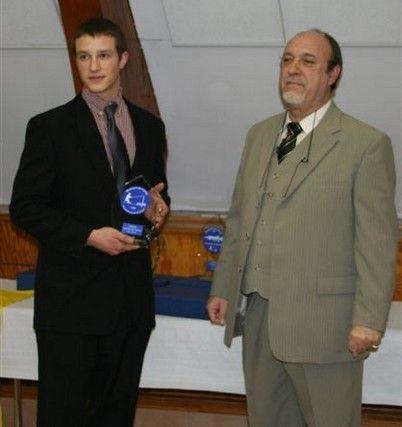 Récompense à P. Botilde lors de la remise de L'hameçon d'or 2006