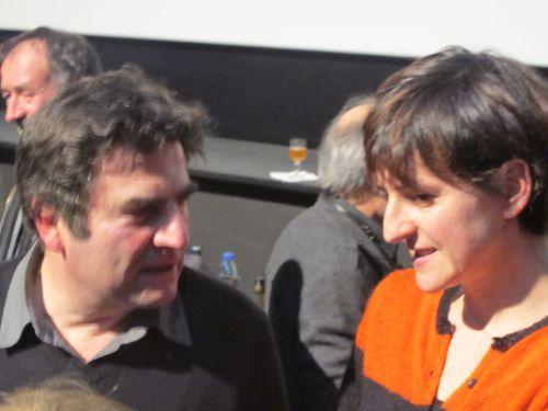 Romain Goupil et sa compagne, actrice dans le film , après la séance .