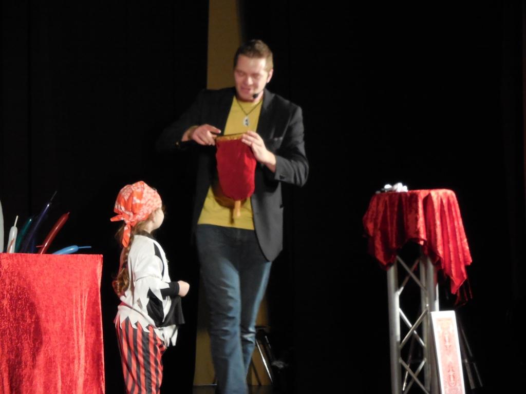 Magicien Illusionniste Yvetot Barentin Cany-barville Enfants .jpg