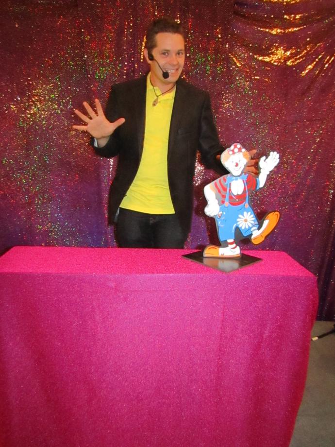 Magie enfants Spectacle participatif Centre de loisirs 76 27 14.JPG