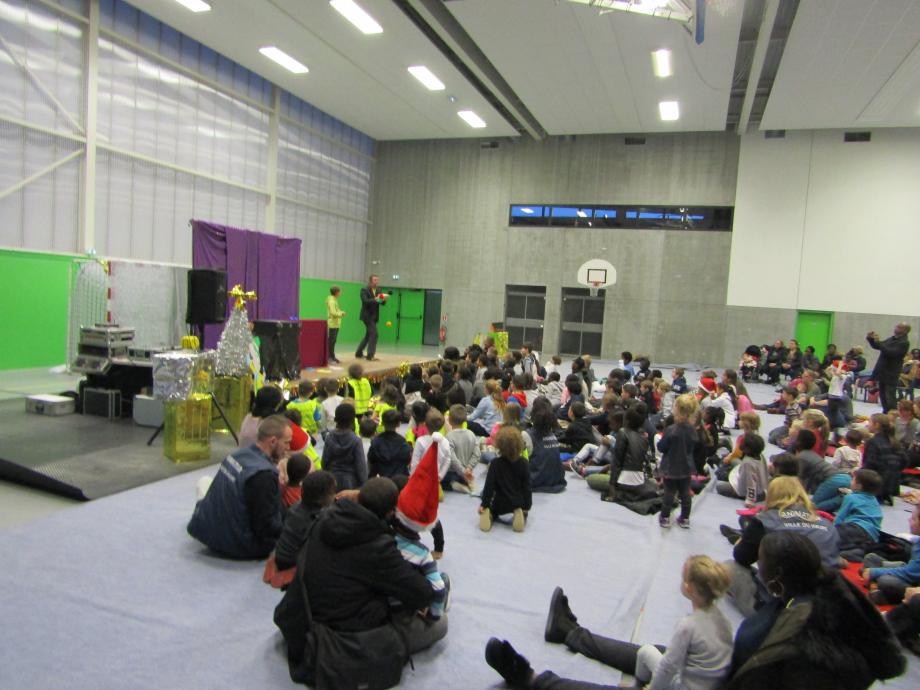 Magicien Ecole Enfants 76 27 14 50 Spectacle fin d'année Centre de loisirs .JPG
