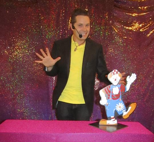 Magicien Illusionniste 76 27 14 Spectacle enfants Noël Centre de loisirs Association.png
