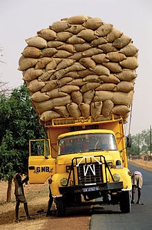 220px-Sénégal_transport_routier[1].jpg