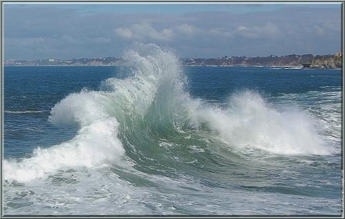 ab-cadre-vague-verte-sur-fond-d-ocean-bleu[1].jpg
