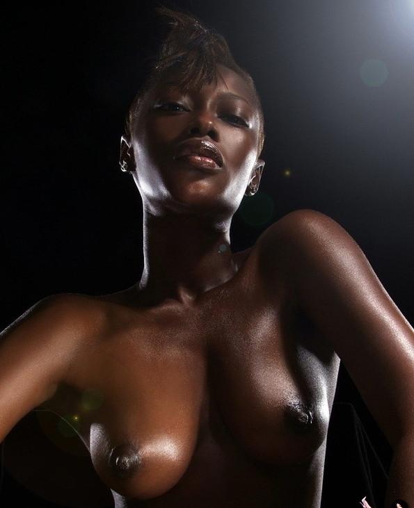 filles-noires-jolis-seins-24.jpg