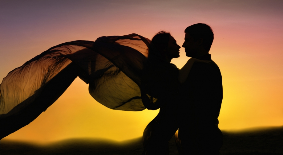 romance-couple-dancing-in-love-sunset1.jpg