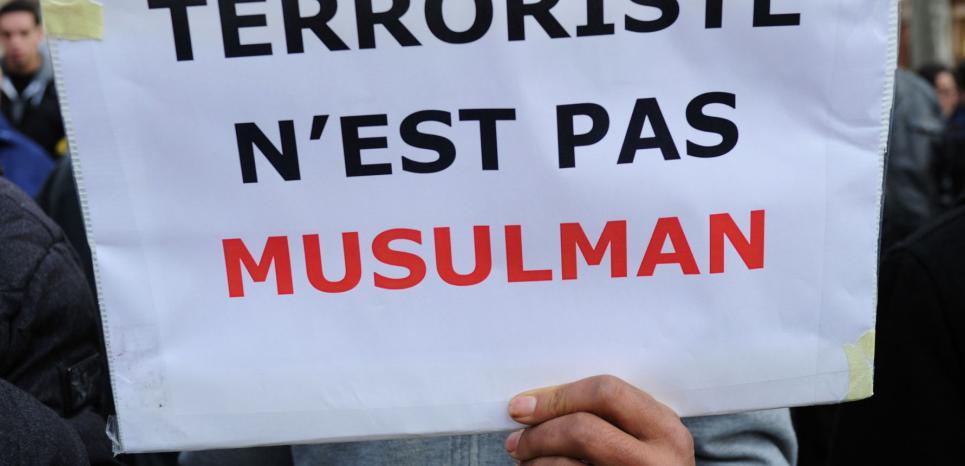 15709300-islamophobie-post-attentats-c-est-le-musulman-lambda-qui-est-vise.jpg