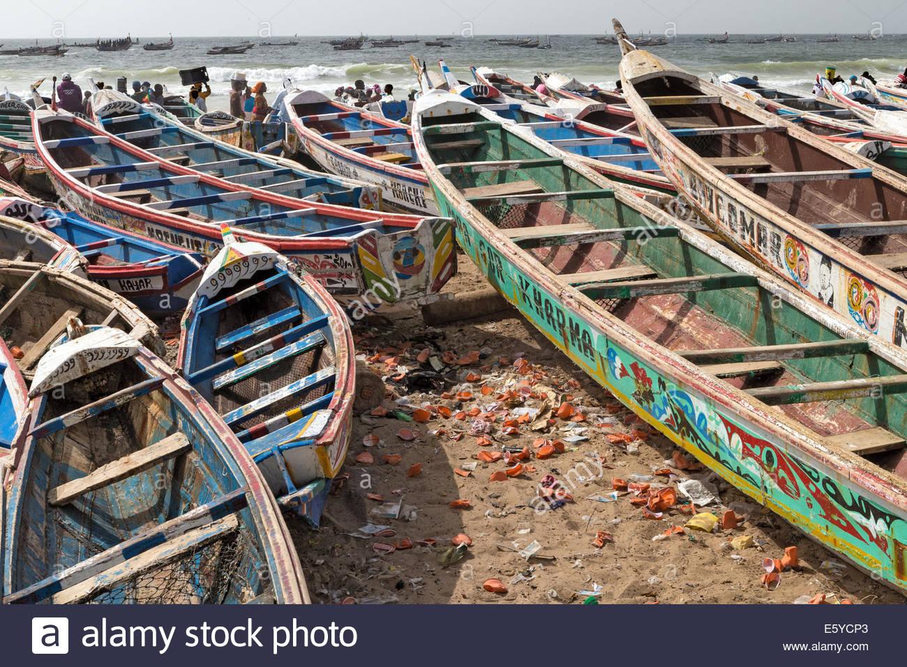 pirogues-fishing-boats-kayar-senegal-E5YCP3.jpg