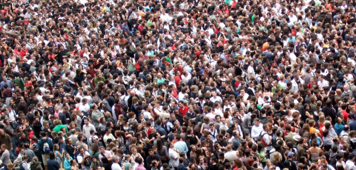 Crowd-702x336.jpg